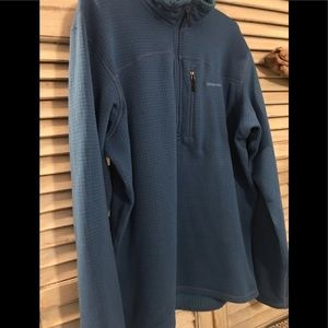 Patagonia 1/2 Zip Waffle pull over. Size large